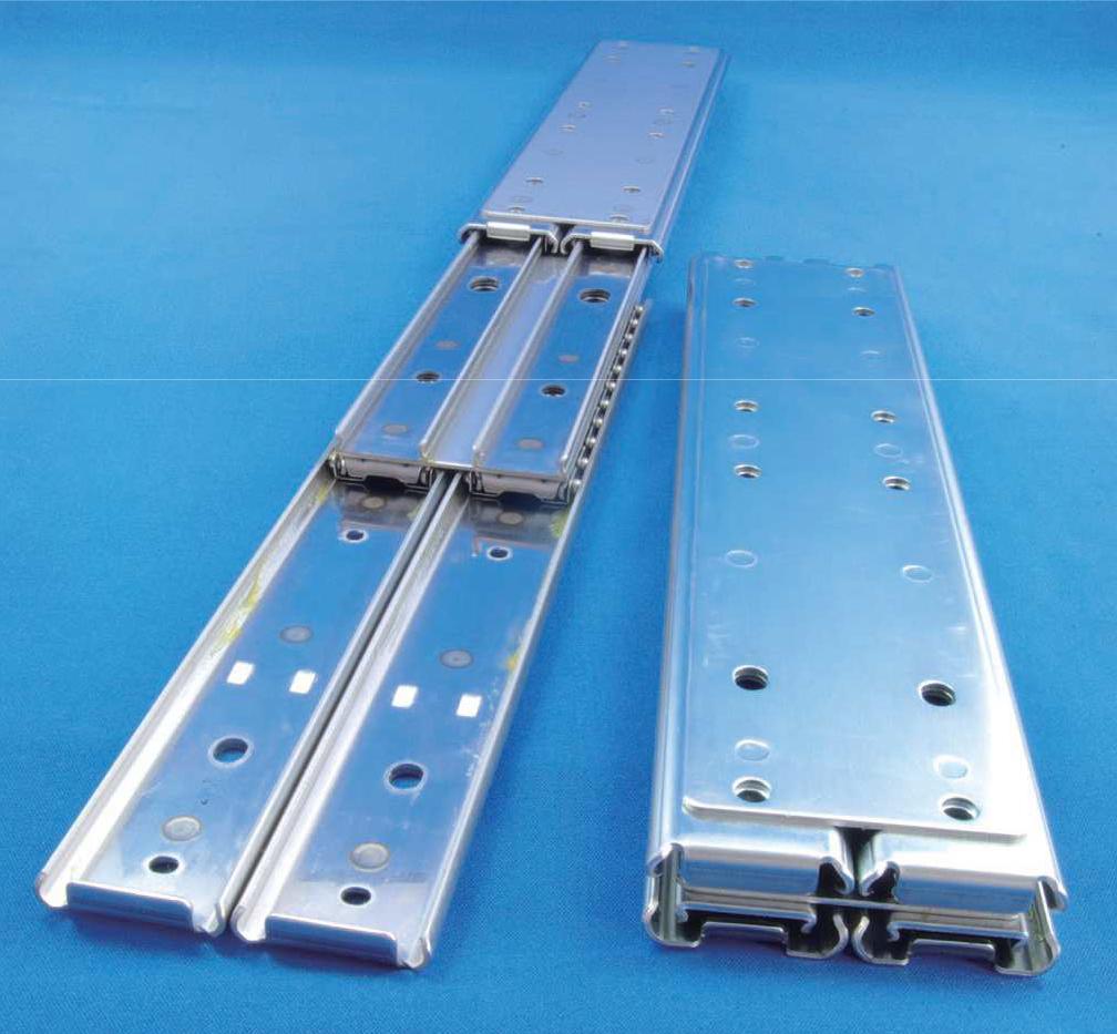 3531モデルを2段に重ね、耐荷重性能を強化(1,000N以上)したオーバートラベルスライドレール 3551